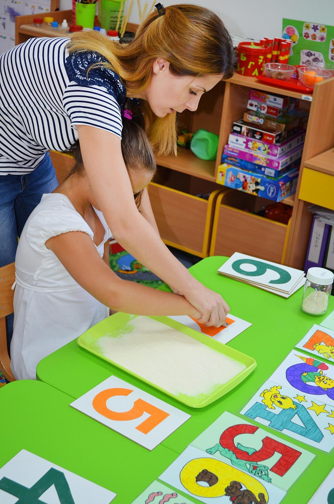 ENGLESKI JEZIK uz materijale MONTESORI pedagogije (za decu